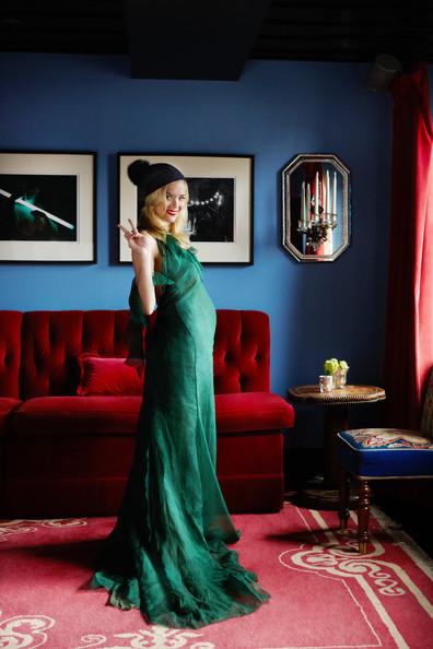 Hotels+Red+Actress+Jaime+King+dramatic+dining